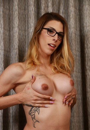 Shemales With Glasses Pics